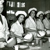 Cookery students, King's College of Household and Social Science, 1930s (Ref: Q/PH3/24)