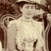 Jessie, 'Nina' White, Beryl's mother