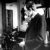Maurice Wilkins and DNA apparatus