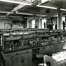 Chemistry laboratory at Chelsea College of Science & Technology, c1970 (Ref: C/PH3/2)